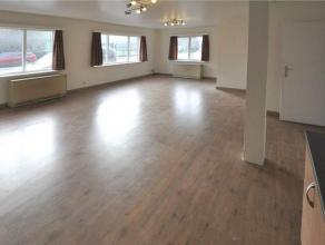 Dit ruim appartement (97m²) is gelegen op het gelijkvloers van een kleinschalig appartementsgebouw te Gent, dicht bij openbaar vervoer en winkels