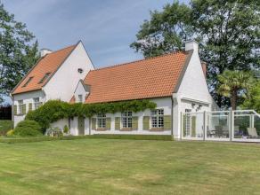 Deze mooie zuid gerichte villa, gelegen in het groene Lovendegem bestaat uit ; op het gelijkvloers ; een ruime inkom/traphal met een vestiaire met apa