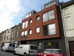 Rustig gelegen nieuwbouwappartement te Gent. Dit appartement is gelegen op de tweede verdieping. Het beschikt over een inkomhall, apart toilet, badkam
