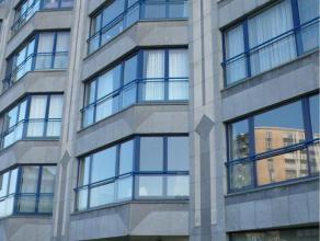Het appartement is gelegen op de 3e verdieping en heeft een prachtig zicht op de leie. Dit appartement straalt rust uit, toch is het centraal gelegen