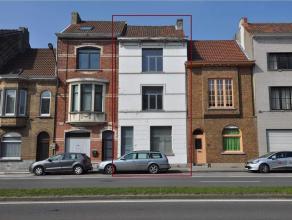 Ruime burgerwoning vlakbij centrum Gent met diverse mogelijkheden, inkomhal, 3 ruime leefruimtes waarvan zithoek met open haard, mogelijkheid voor pra