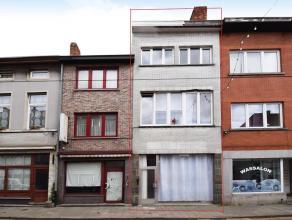 Deze ruime woning tevens handelshuis is gelegen in het centrum van Ledeberg. De woning omvat een een ruime voorplaats, ruime leefruimte een ingerichte
