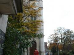 Appartement gelegen nabij het Sint-Annaplein ( zuiden van Gent) Met 2 slaapkamers , terrasje , berging, ruime inkomhal met vestiairekast. Badkamer met