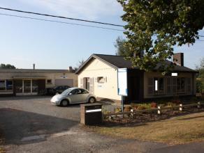 Deze goed gelegen vrijstaande woonst met magazijn is vlakbij de E40 en de R4 gelegen. Bestaande uit: woning die momenteel is ingericht als kantoren, p