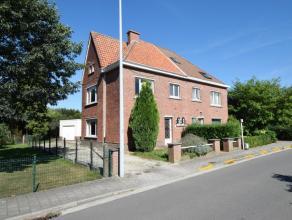 Deze degelijke driegevelwoning met ruime aangelegde tuin op een perceel van 666m² is gelegen in een rustige en residentiële straat te Sint-D