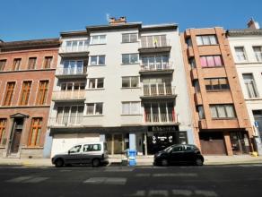 Te renoveren appartement (70m²) met 2 slaapkamers en 2 terrassen gelegen op de 4e verdieping in het centrum van Gent omgeving Sint-Annaplein.