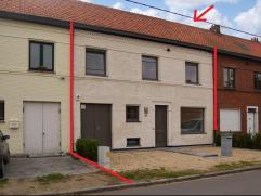 Volledig gerenoveerde (2014) woning op een perceel van 267m² met zuid georiënteerde tuin. Via de inkomhal komen we in de leefruimte en eetka