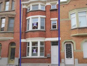 Volledig gerenoveerde woning in het centrum van Gent. Deze woning heeft 4 slaapkamers en is volledig gerenoveerd. Deze geniet eveneens een koer en ter