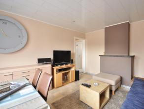 Gezellig, rustig appartement met inkom, leefruimte, ingerichte keuken, 2 slaapkamers, badkamer met douche en een berging die zich situeert zich volled