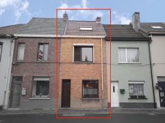 """Centraal gelegen starterswoning in de """"Textielwijk"""" te Mariakerke centrum. GLVL: inkomhal, leefruimte met gezellige zitruimte en eetplaats gescheiden"""