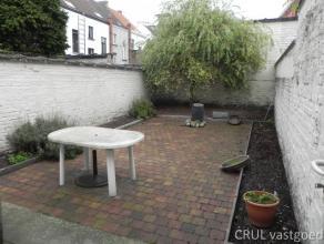 Gerenoveerd Herenhuis met tuin en 5 slks. Gerenoveerd Herenhuis met tuin en 5 slks. Kelder, inkom, traphal, living of praktijkruimte, leefkeuken, badk