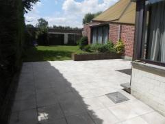 Grote gezins/praktijkwoning met tuin, garage en magazijn! Grote gezins/praktijkwoning met tuin, garage en magazijn! bureel/praktijk, garage met doorri