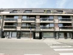 Appartement op 3e verdieping met 1 slaapkamer nabij markt van Deinze, Sint-Vincentius ziekenhuis. EPC 249 kWh/m². Woonkamer met open ingerichte k