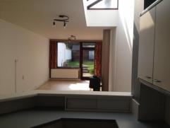 Woning met 2 slaapkamers omgeving Miljoenenkwartier, nabij oprit E40, E17, R4. EPC 257 kWh/m². Inkom, toilet, berging, keuken, living, tuin met t