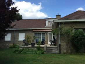 Scherp geprijsde Villa, 5min. van Gent/ Sint-Denijs-Westrem Deze ruime villa met 270m2 bebouwde oppervlakte is gelegen op een groot en goed geori&euml
