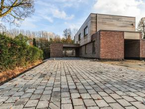 Prachtige luxe-villa in een oase van rust en groen, te Lovendegem. Prachtige nieuwbouwvilla met aangelegde tuin gelegen in een parkdomein, in een oase