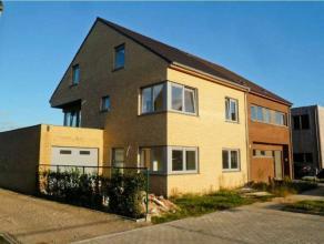TE KOOP te WONDELGEM : halfopen nieuwbouwwoning in woonwijk Lange Velden op een perceel v. 280 m2.Omv. : inkomhal met toilet, gr. leefruimte met zicht