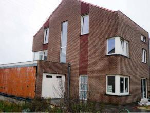 TE KOOP te WONDELGEM : nieuwbouwwoning met tuin en garage in goed gelegen wijk.Omv. : inkom, living, keuken, 6 slaapkamers, 2 badkamers, 1 douchekamer