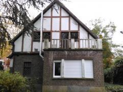 TE HUUR te GENT : charmevolle, opgefriste villa met tuin, middenin het Miljoenenkwartier (park de Smet de Naeyerplein).Omv. : inkomhal, ruime living m