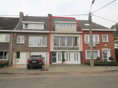 Wondelgem - Zeer ruime en aangename woning met zonnige tuin! Zeer centraal gelegen en in de onmiddellijke nabijheid van openbaar vervoer. De woning om