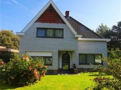 MARIAKERKE - Gunstig gelegen en gerenoveerde villa in Mariakerke op een boogscheut van de N9.Deze openstaande bebouwing op een perceel van ca. 650m&su