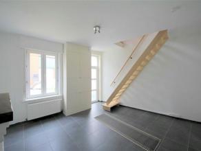 GENT - Volledig gerenoveerde woning in de gezellige wijk de Muide. Zeer vlotte verbinding met het centrum van Gent en gelegen in een doodlopende straa