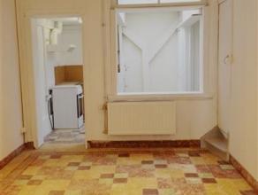 GENT - Rijwoning met 2 slaapkamers (beide 14 m²) en bureau, woon- en leefruimte met keuken. Deze woning geniet een centrale ligging tussen het Zu