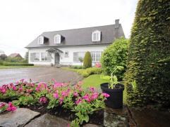 Ruim landhuis op een perceel van 1.240m². De woning heeft een goede bereikbaarheid naar de E40. Het station van Drongen en Landegem is op +/- 9 m
