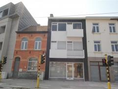 GENT - Te renoveren woning op excellente locatie. Gelegen aan de Sterre, zeer dicht bij het Sint-Pietersstation en nabij vele invalswegen. Het gelijkv