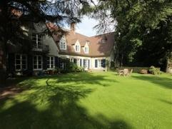 SDW ? Deze prachtige en riante villa staat op een perceel van 2.390m². Door de inplanting kan u enkel maar genieten van uw tuin. Dit is thuiskome