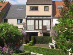 Goed onderhouden, instapklare woning met zuid-georiënteerde aangelegde tuin op een perceel van 200 m². Deze woning is rustig gelegen in het