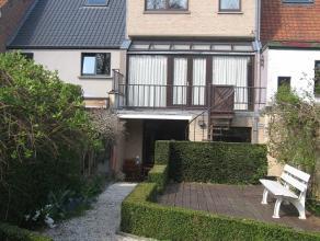Goed onderhouden, instapklare woning met zuid-georiënteerde aangelegde tuin op een perceel van 200 m². Rustig gelegen, doch vlakbij centrum,