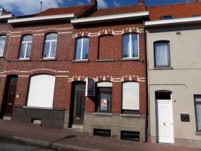 Deze instapklare woonst is gelegen langs één van de invalswegen van Ronse, nabij winkels, scholen en Grote Markt van Ronse. Indeling: In