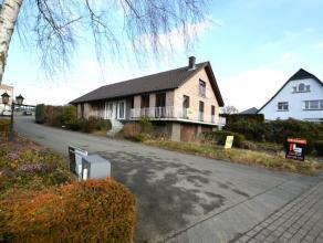 Deze te moderniseren woning dateert uit het jaar 1970 en is gelegen in Geraardsbergen, nabij invalswegen, openbaar vervoer, scholen en winkels. De won