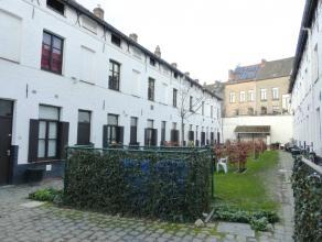 Dit cité-huisje bevindt zich in het stadscentrum van Gent doch zeer rustig gelegen in een tof beluik met prachtige tuin! Dit charmant huisje om