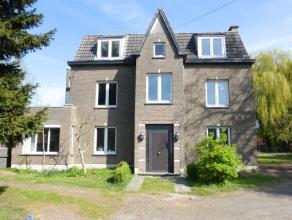 Zr ruime woning met 8 slpks, grote tuin n 3 garageboxen! 426m bewoonbare opp! Deze ruime woning met prachtige tuin heeft een uitstekende verbinding na