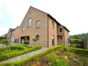 UNIEKE KANS! Deze recente villa (2007) kan u situeren in een rustige straat (doodlopend) in Deux-Acren op 5min van Geraardsbergen en Lessines, nabij w