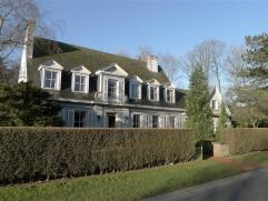 Sint-Denijs-Westrem: Statige te renoveren villa op 1931m² grond, middenin de mooiste straten van Sint-Denijs-Westrem. Omvat inkomhal met gastento
