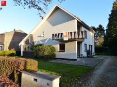 De Pinte - Baron de Gieylaan 99: In het hart van De Pinte, vinden we deze woning met 3 slaapkamers op 1015m² grond van de hand van de architect '