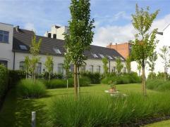 Gent - Martelaarslaan: Prachtig afgewerkte nieuwbouw woning in rustig en groen binnengebied. Omvat: Ruime leefruimte met open volledig geïnstalle