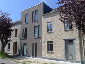 Wondelgem Centrum: Nieuwbouwwoningen vlakbij de Vroonstalledries. Energiezuinige woningen met tuin en 2 tot 4 slpks. Bewoonbare oppervlaktes va. 162 m