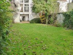 ST. - AMANDSBERG - LAND VAN WAASLAAN: Dakappartement met één slaapkamer en prachtige gemeenschappelijke tuin. Omvat een ruime woon- en e
