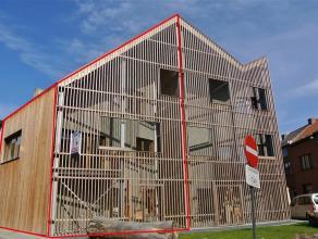 Nieuwbouwwoning gelegen in Ledeberg, vlakbij het openbare vervoer, op- en afritten E40/E17/R4 en Centrum Gent. Deze woning maakt deel uit van een hip,
