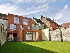 Nieuwbouwwoning gelegen in Ledeberg, in directe nabijheid van het openbare vervoer, op- en afritten E40/E17/R4 en Centrum Gent. Deze woning wordt geke