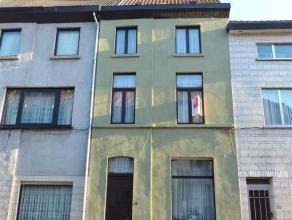 Sint-Amandsberg - A. Baeyensstraat 95: Op te frissen rijwoning met 4 ruime slaapkamers, kelder, zolder en koer. Woning omvat op het gelijkvloers inkom