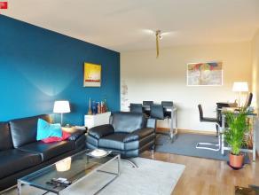 DE PINTE - FLORASTRAAT: Instapklaar appartement op de eerste verdieping met veel lichtinval. Omvat een aangename leefruimte met balkon, uitgeruste keu