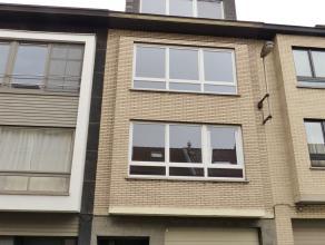 SINT-AMANDSBERG - ENGELSTRAAT: Opbrengsteigendom bestaande uit een atelier/magazijn met garagepoort op het gelijkvloers (+/- 20m x 5m) actueel verhuur