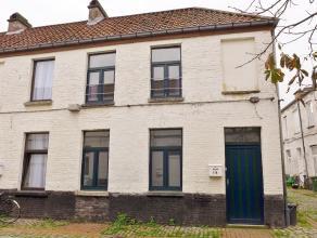 Gent, Phoenixstraat: Charmante authentieke rijwoning in gezellige cité. Omvat: leefruimte, met keuken, badkamer met douche, lavabo en toilet, o