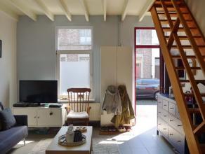 Gent, Biekorfstraat: Instapklare rijwoning nabij Dampoort. Omvat leefruimte, keuken met berging en badkamer met douche, lavabo en toilet, op het 1e ve