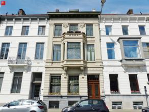 Gent: Ruime herenwoning met stadstuin nabij het historisch centrum, openbaar vervoer, winkels,... Woning omvat statige inkomhal met gastentoilet, leef